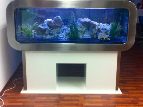 frontosa-disgn-aquarium aus edelstahl und klavierlack weiß